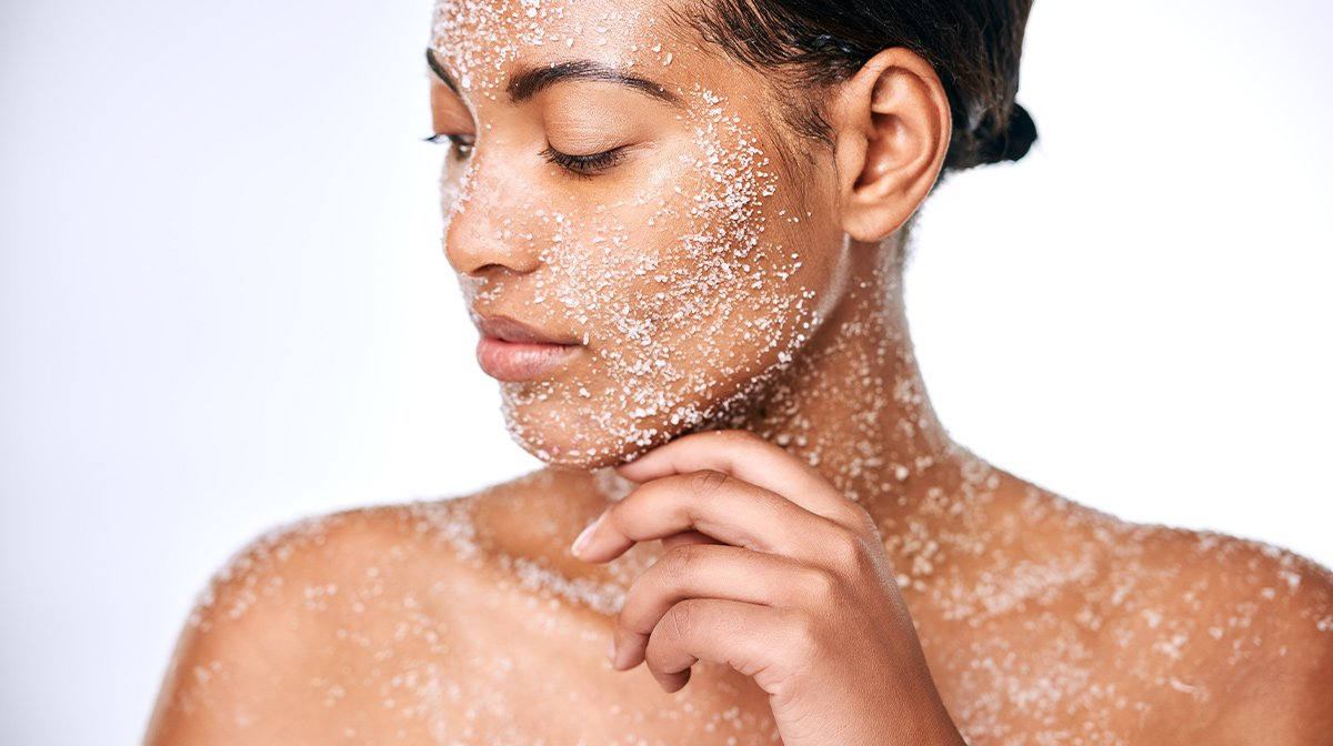 How To Exfoliate: The Benefits Of Exfoliating