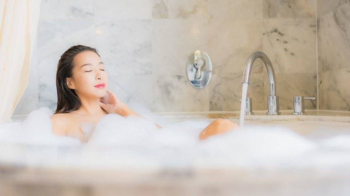 Self Care: The Benefits Of A Hot Bath