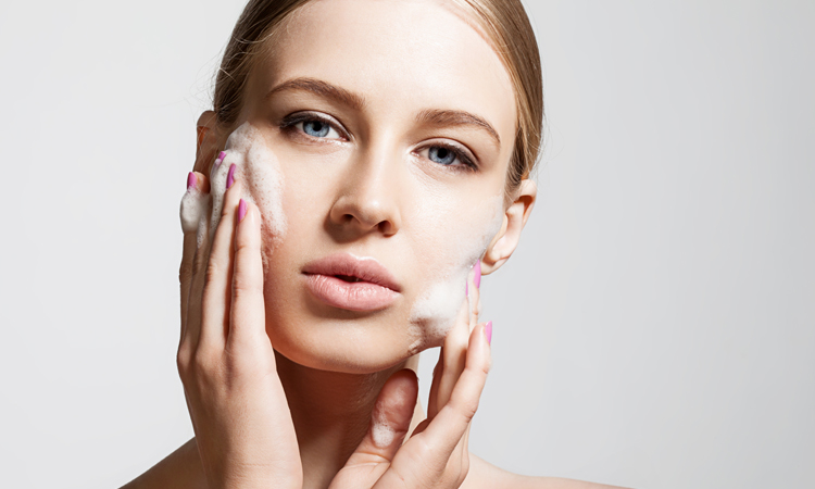 Benefits of Microdermabrasion for Acne Scars (And Why You Should Try This At Home)