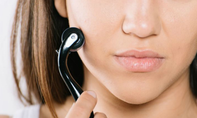 The Pros and Cons of Microneedling at Home