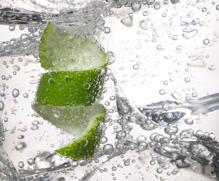 Water droplets with lime peel 1