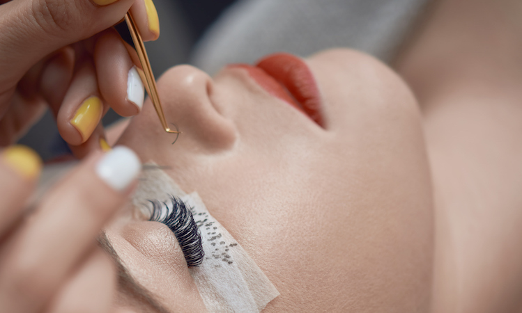 What You Need to Know About Lash Extensions Before You Go Full Glam