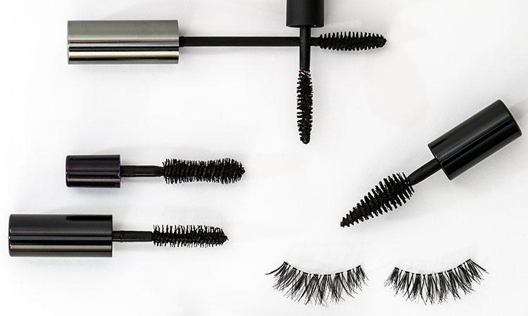 6 Expert Tips on How to Get Longer Eyelashes