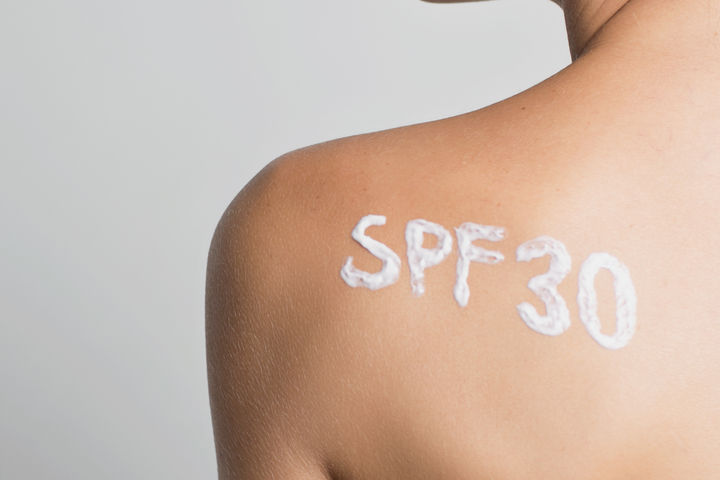woman with spf 30 on her shoulder