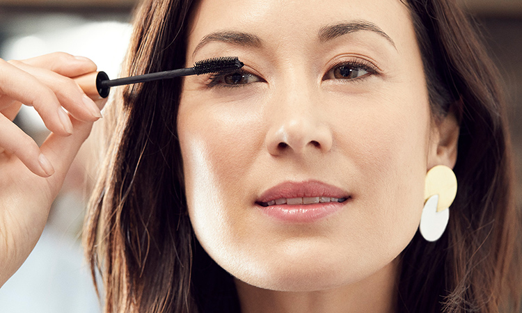 7 Ways to Make Sure Your Makeup Doesn't Hurt Your Eyes