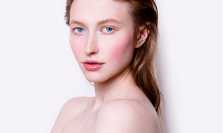 Skin Care Tips Marie Claire Beauty Editor Chloe Metzger Swears By for Living With Rosacea