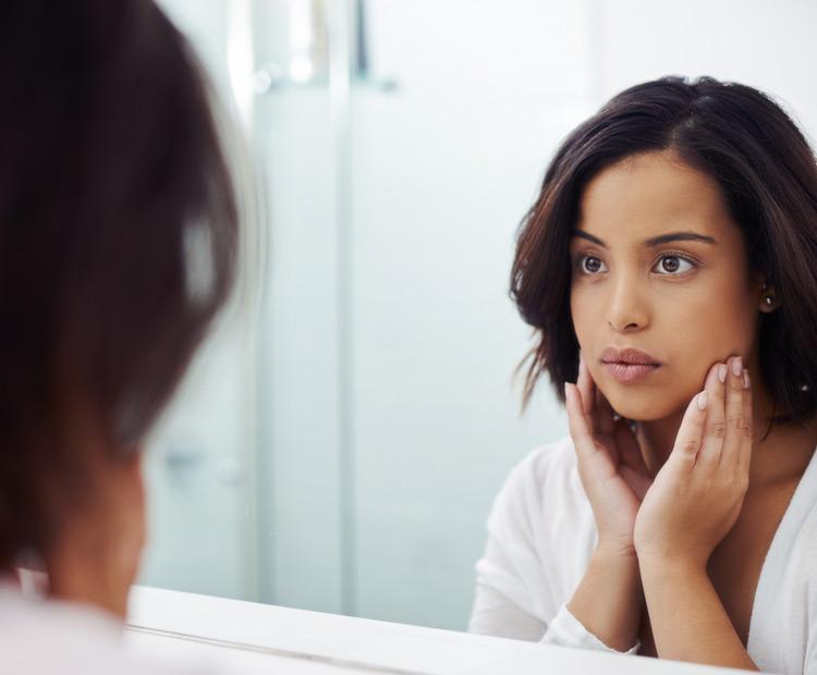 model looking in the mirror