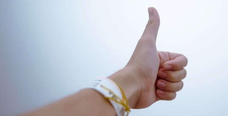 positive mindset thumbs up