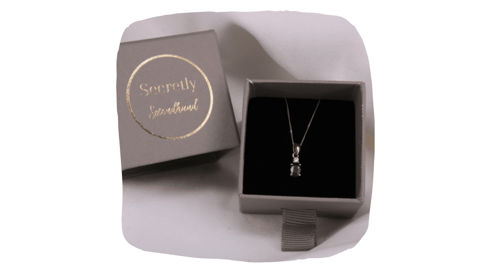 Our Valentines Giveaway With Secretly Secondhand - Preloved Jewellery