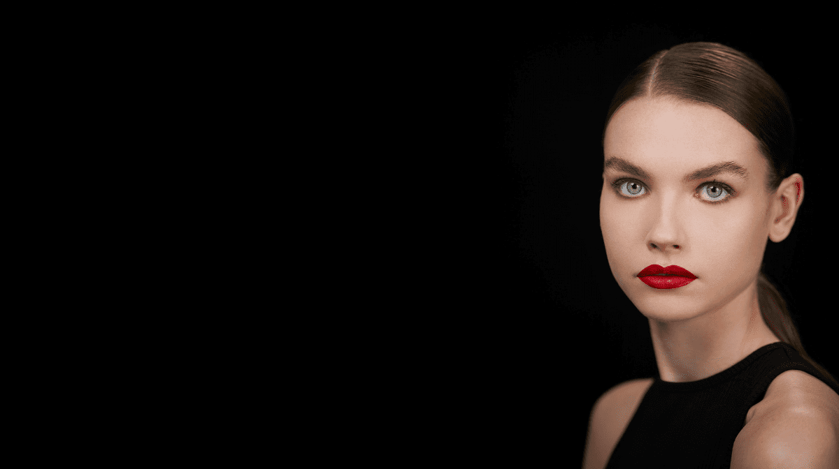 HOW TO: APPLY RED LIPSTICK LIKE A PRO