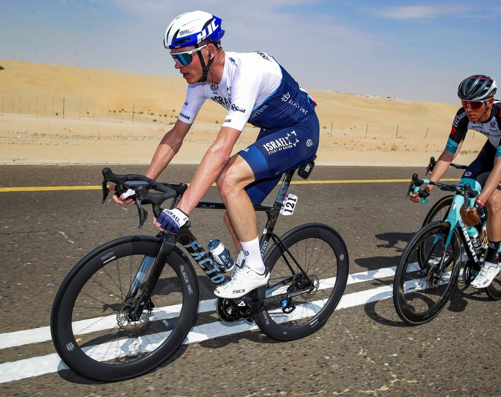 Chris Froome riding a 4iii power meter