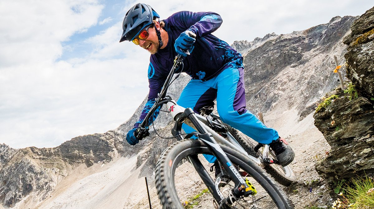 A man wearing the MT500 D30 gloves and more MT500 apparel