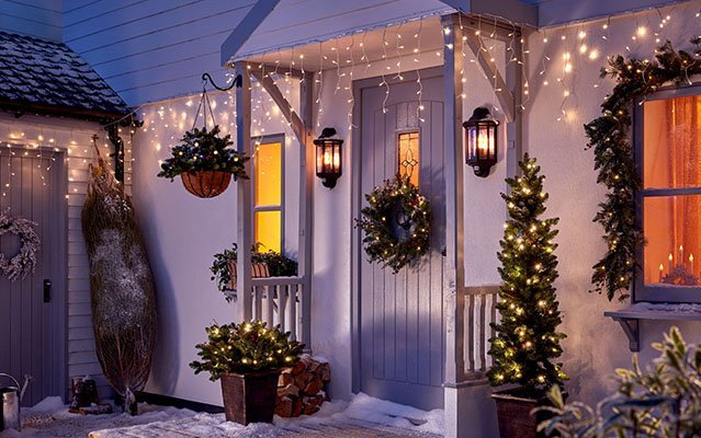 How to Hang Christmas Lights Outside