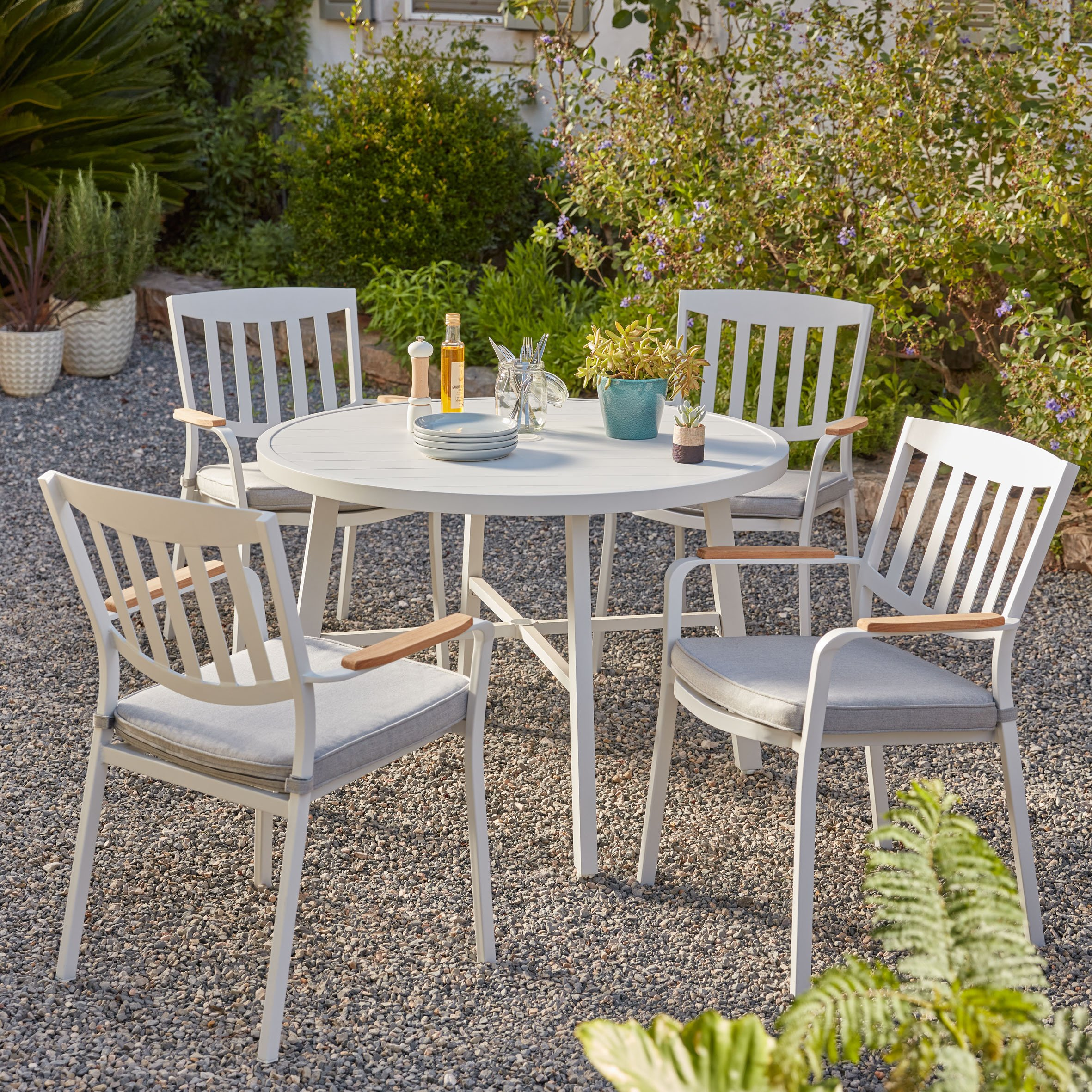 How To Create a White Garden Space
