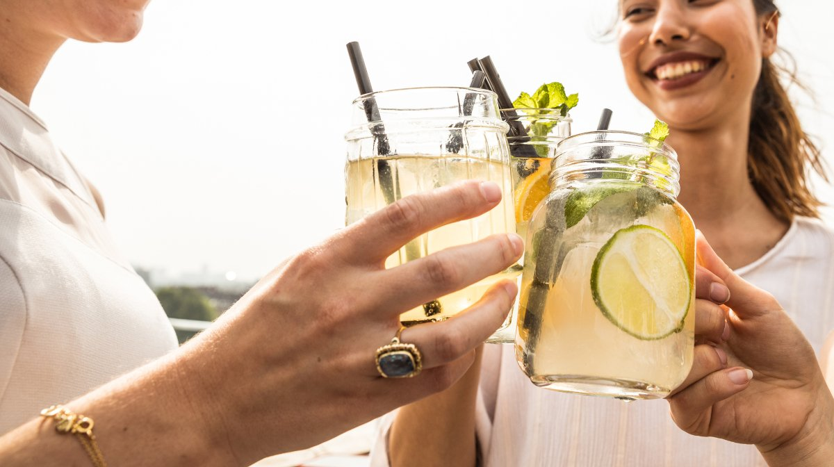 Crowdpleasing Cocktails for Your Garden Party