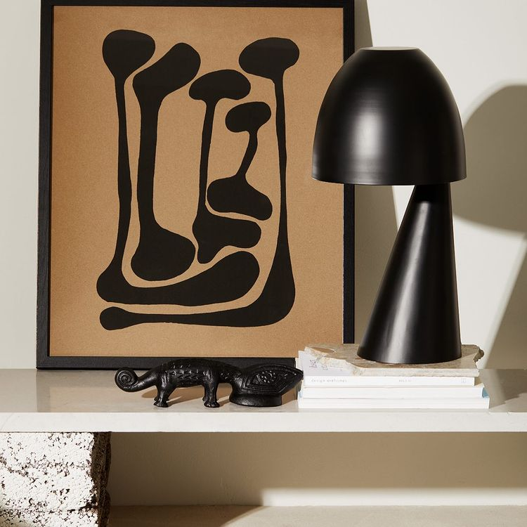 Black PORTO lamp with framed graphic posters