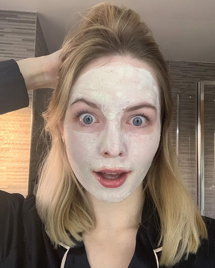 Influencers wearing a facemask
