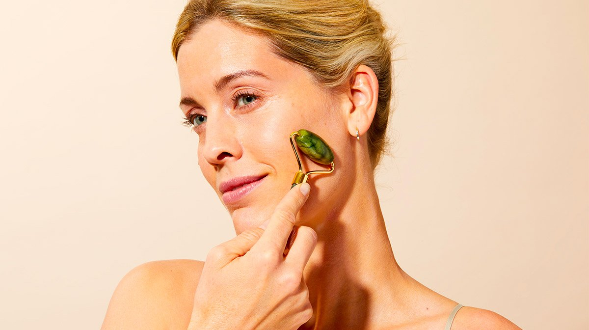 Roller de jade : le nouvel accessoire tendance de votre routine beauté !