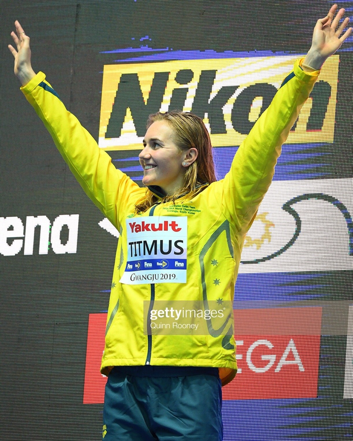 Ariarne poses on the winners' podium