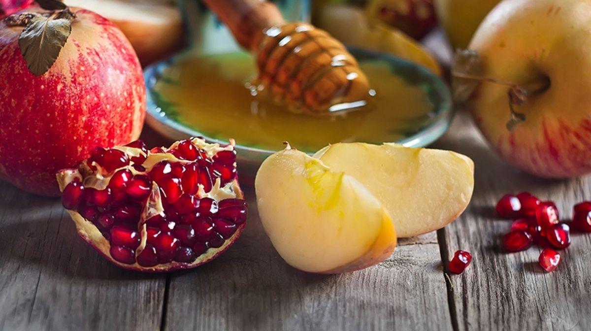 manuka honey and fruits
