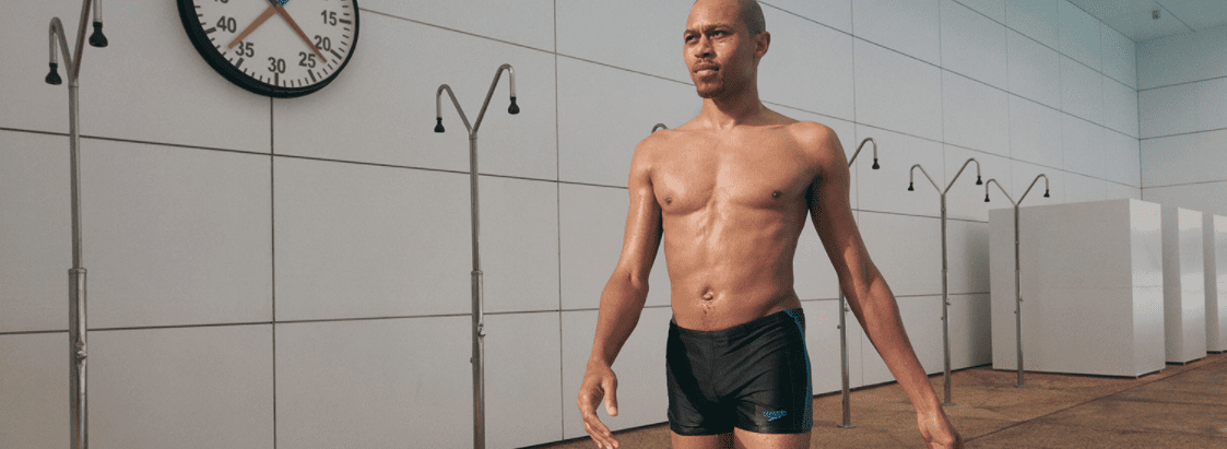 So Trainierst Du Beim Schwimmen Deine Bauchmuskulatur