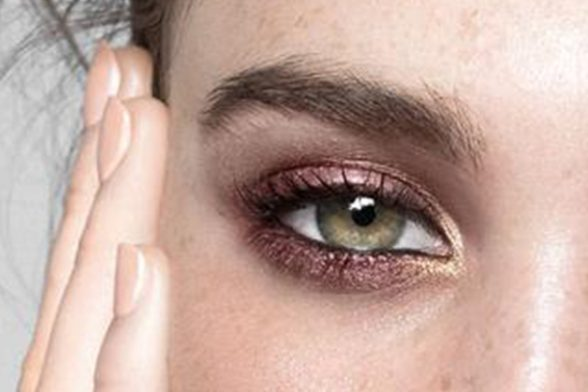 Get eyes to mesmerise with this pro-make up artist trick