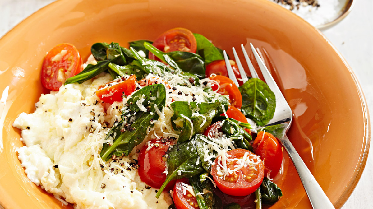 Egg White Scramble with Spinach and Cherry Tomatoes