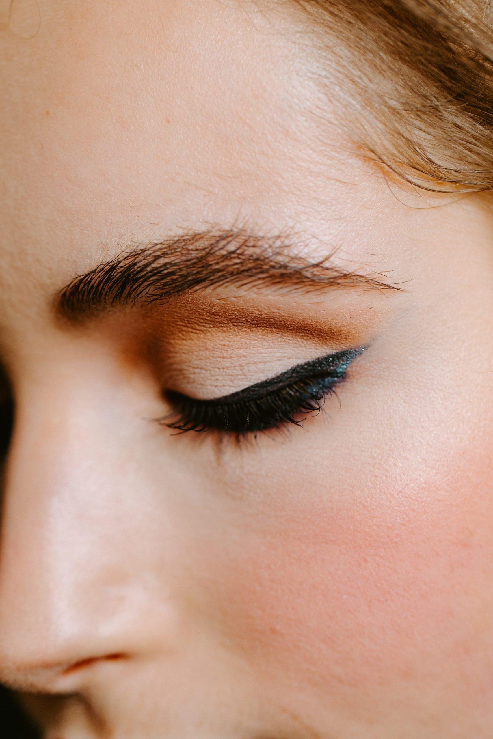 LOOKFANTASTIC BEAUTY ACADEMY: Cómo aplicar el eyeliner: ¡5 consejos para convertirte en una profesional!
