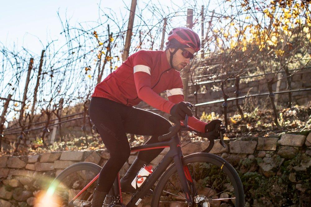 Man cycling, wearing a Castelli Nelmezzo jersey