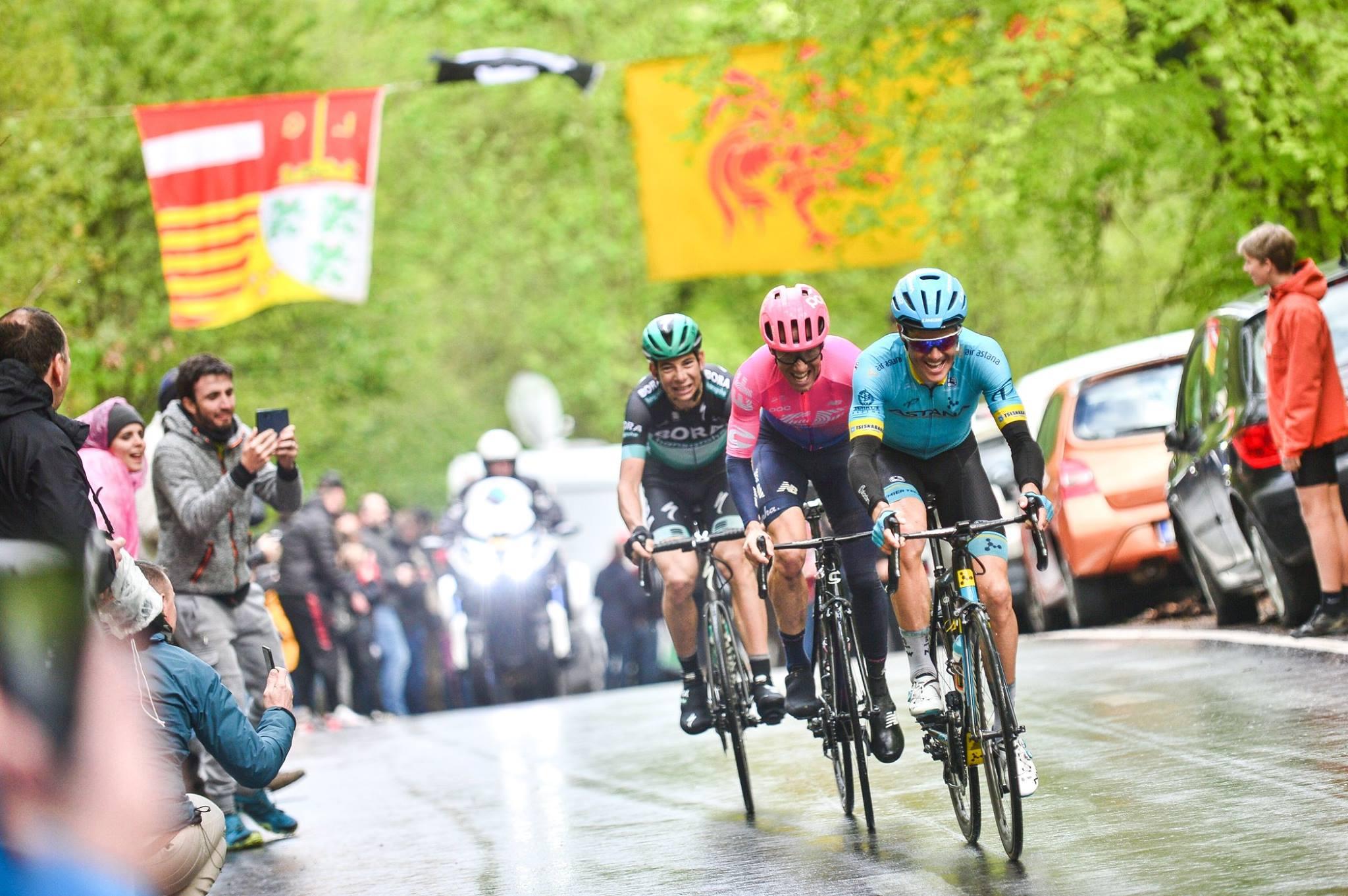 Riders tackling a wet Liege-Bastogne-Liege in 2019