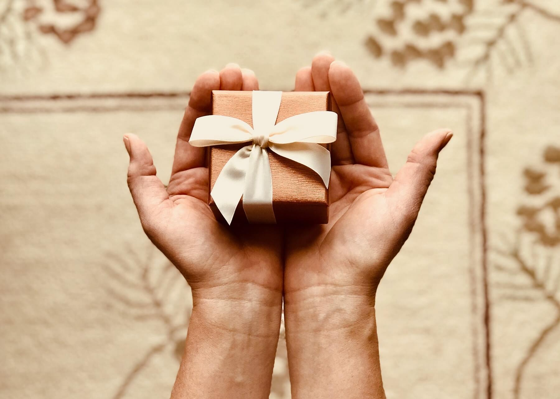 10 Cheap Gifts Ideas For Friends That Will Make A Big Impact