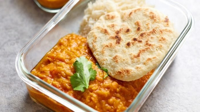 One-Pot Lentil Dahl & Homemade Naan | Εύκολη προετοιμασία γεύματος Vegan