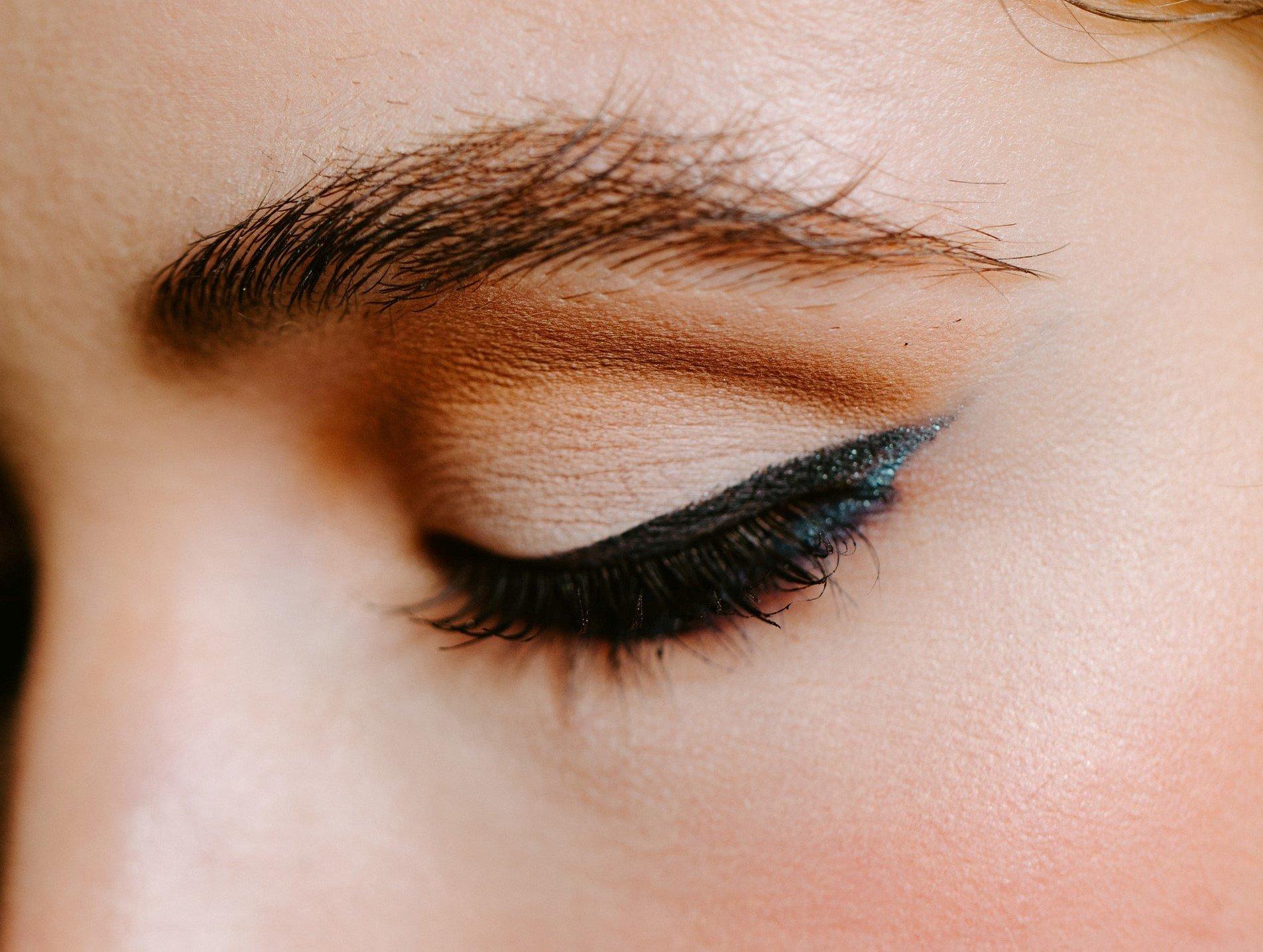 LOOKFANTASTIC BEAUTY ACADEMY: Eyeliner auftragen – 5 Tipps, mit denen du zum Profi wirst!