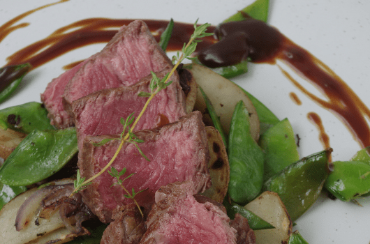 Dietitian Chef K's Fillet beef with Potatoes, Mangetout, Tomato and Gravy