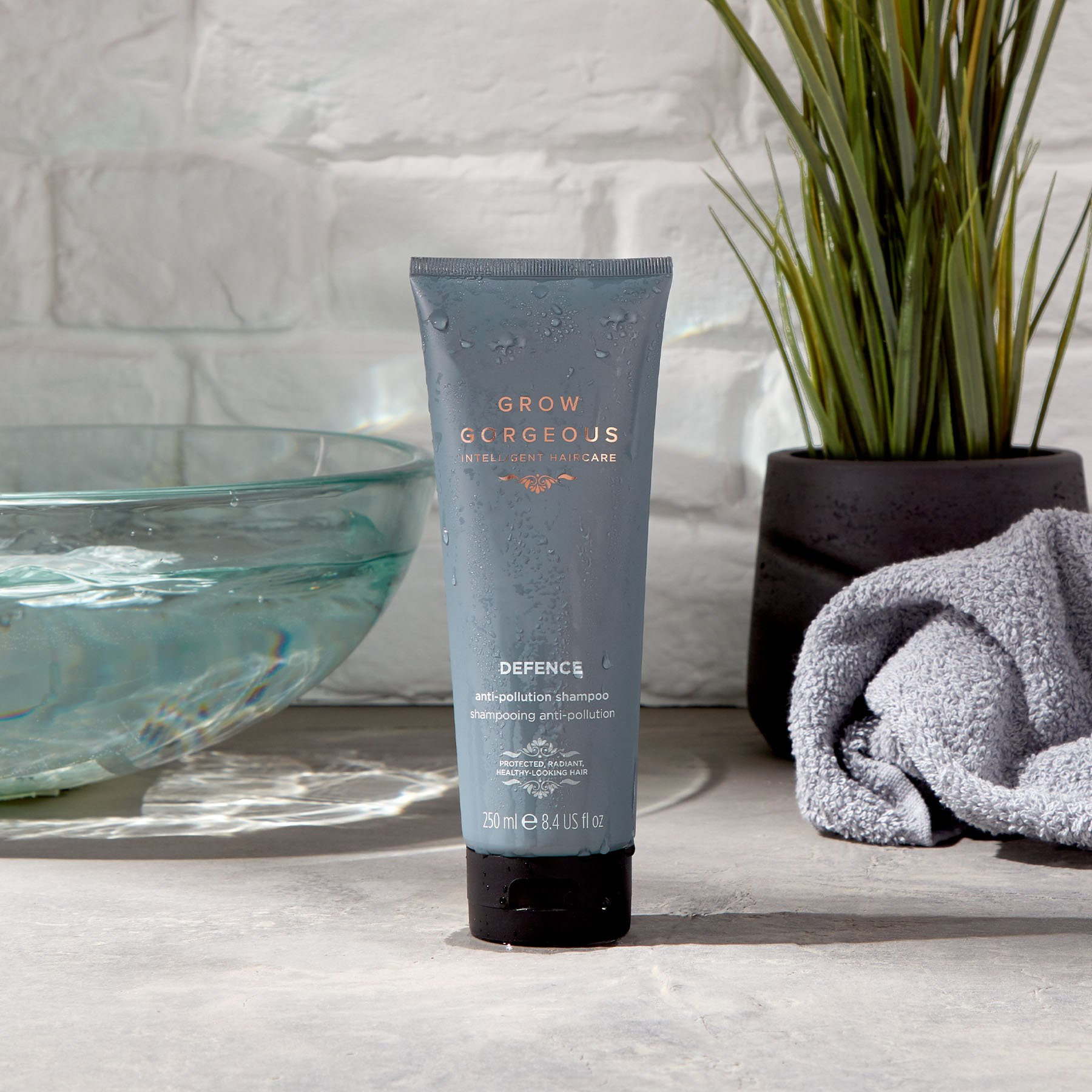 Lifestyle image setting of the Grow Gorgeous shampoo from the Defence range formulated as a shampoo for grease-prone hair.