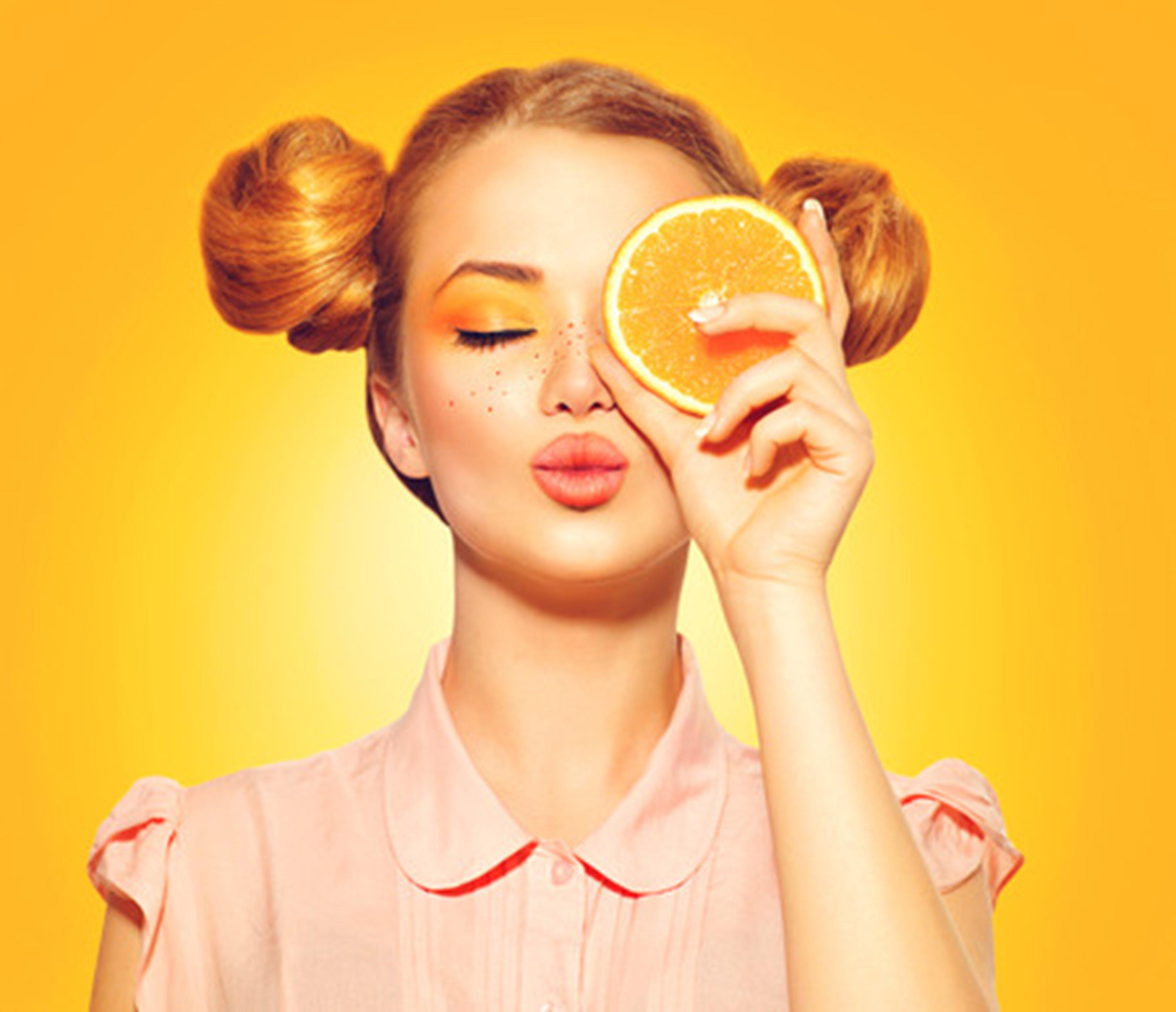 Vitamina C per il viso: quanto è utile e come usarla correttamente? Tutti i segreti!