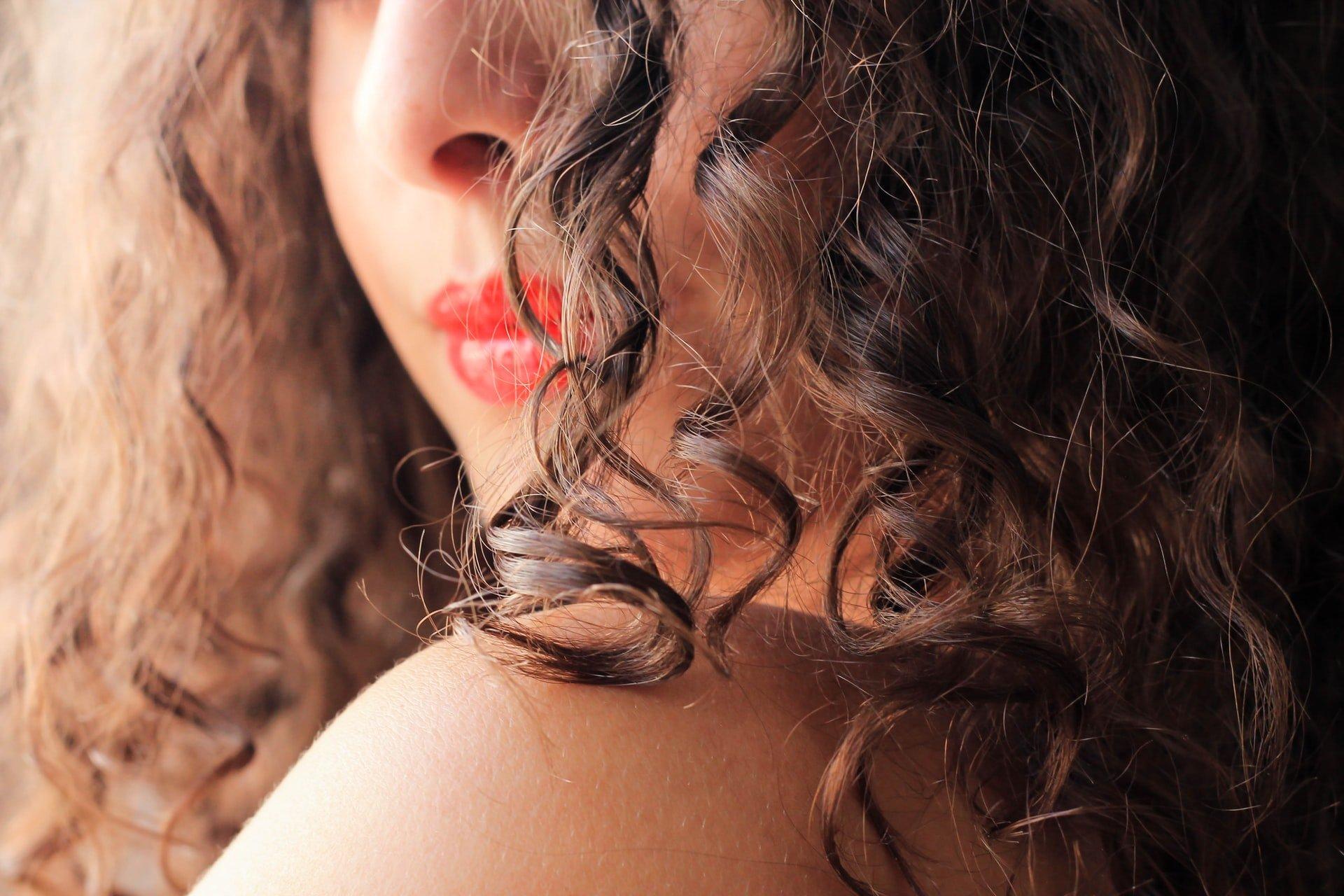LOOKFANTASTIC BEAUTY ACADEMY: La guida essenziale al Curly Girl Method!