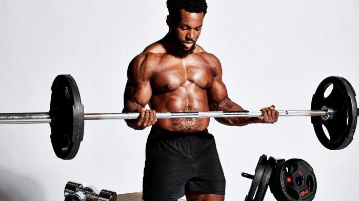 Crește în masă musculară cu acest antrenament pentru piept și spate