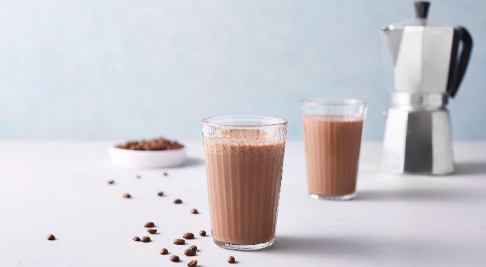 Smoothie proteic de ciocolată și cafea - Myprotein Blog