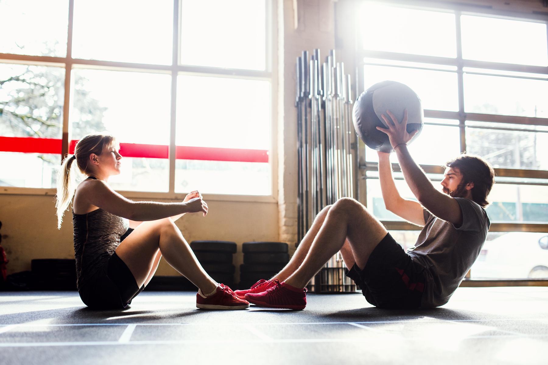Cele mai bune 15 exerciții pentru abdomen pentru acasă sau sală