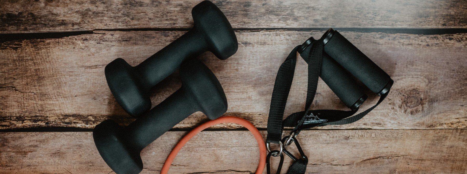 8 articole esențiale pentru sala ta de acasă