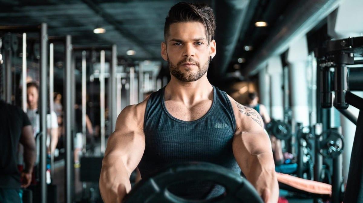 HMB giver større muskler? Fordele, anvendelse & dosis