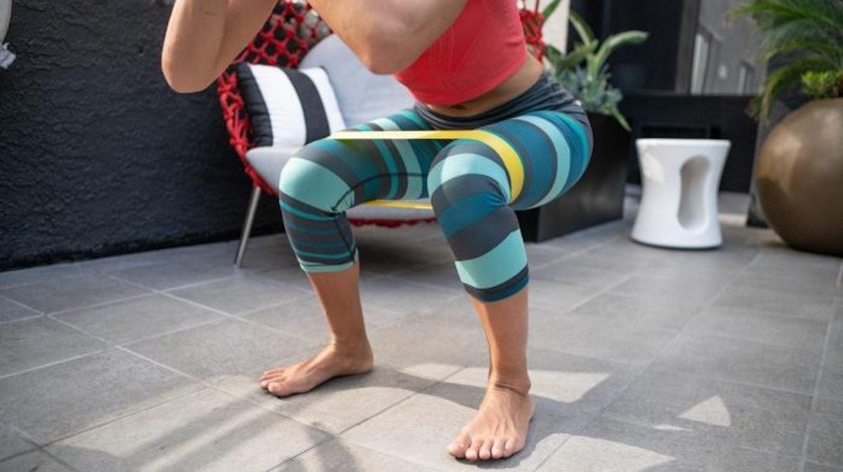 8 øvelser med træningselastik | Bentræning med elastik