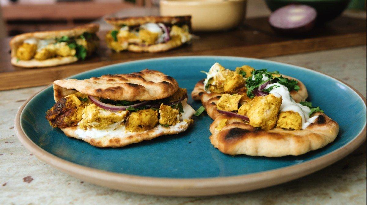 Chicken tikka naan rolls | Luksus street food