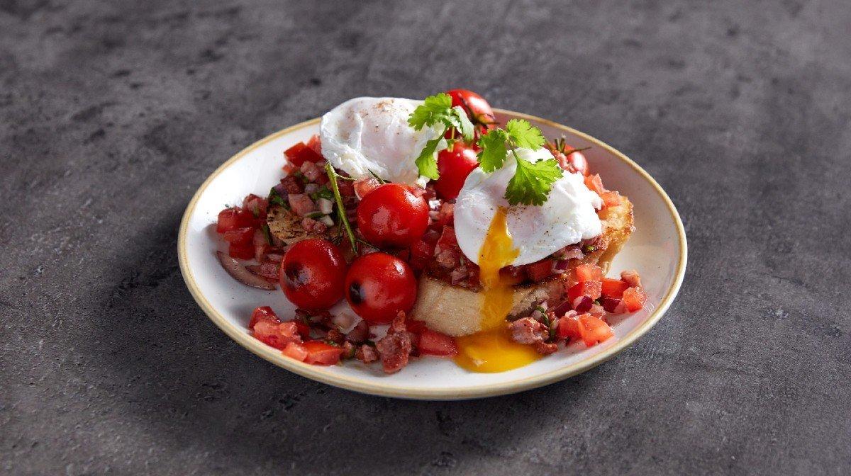 Bruschetta med pocheret æg til brunch | Protein morgenmad