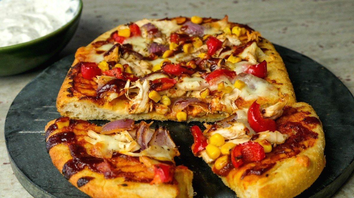 Пица с пиле и дип от барбекю