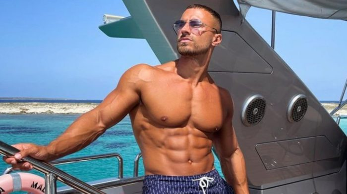 Mike Thurston's Simple Ab Routine Will Leave Your Core On Fire
