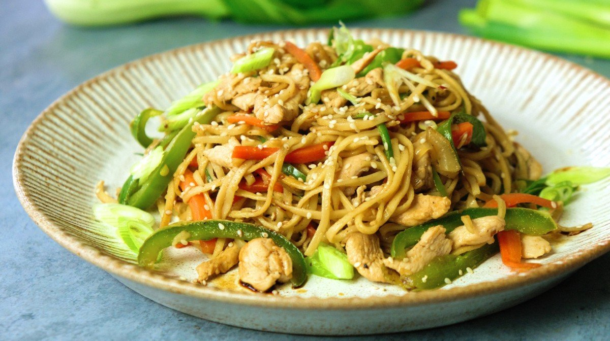 Chow Mein | Paistetut nuudelit kanalla
