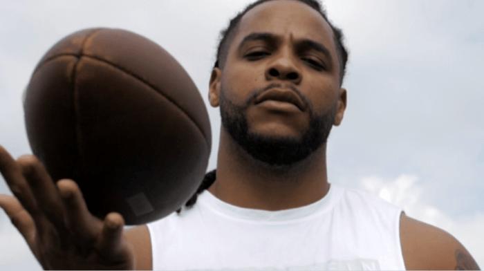 Commencer le football américain à 20 ans ? Le parcours de Yepmo, running back en Equipe de France