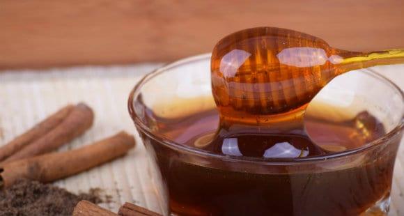 miel de manuka dans un bol